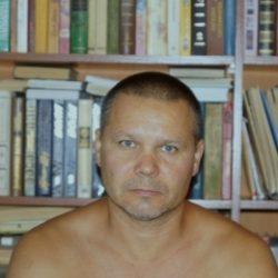 Восточный парень ищет  девушку в Ижевске для секс встреч