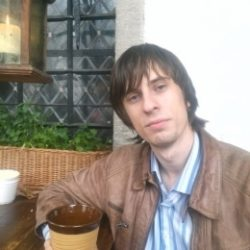 Молодой парень ищет зрелую даму для секса в Ижевске